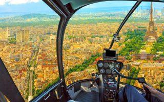 Vue de Paris depuis le cockpit de l'hélicoptère